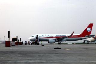 旅客陆续登机