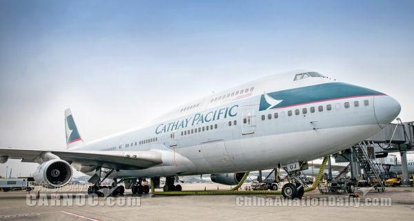 国泰航空与乘客同向波音747-400客机致敬!