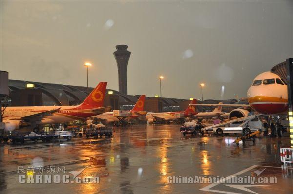 成都机场迎返程客流最高峰 共安排928个航班