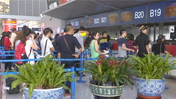 新桥机场迎返程客流最高峰 运送旅客2.4万人次