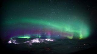荷兰飞行员从飞机座舱拍摄震撼光影美照