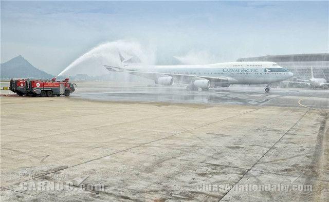 视频:致敬女皇 国泰747客机飞越维港光荣退役