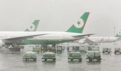 强台风硬飞 台湾民航局:长荣过于乐观