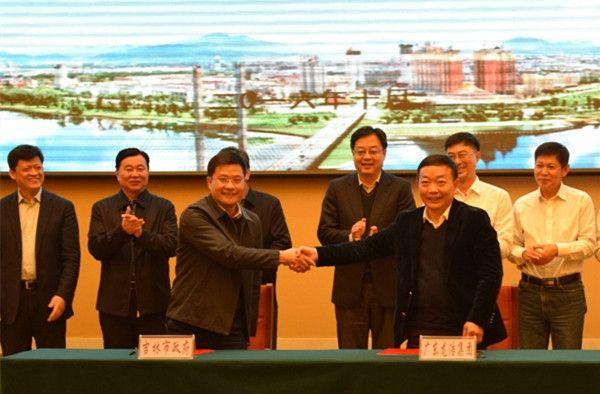 龙浩集团与吉林市签署航空产业合作协议