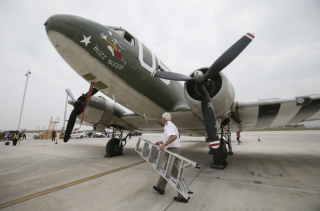 "A C-47 aircraft made in 1944 landed at Kunming Changshui International Airport on the afternoon of October 15, after a commemorative ""Hump"" flight."