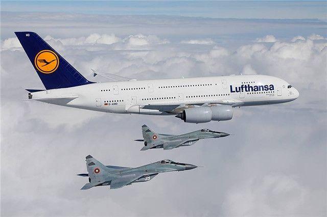 汉莎A380首次光临索菲亚 米格29升空护航