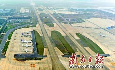 """广州白云机场建设航空枢纽摁下""""快进键"""""""