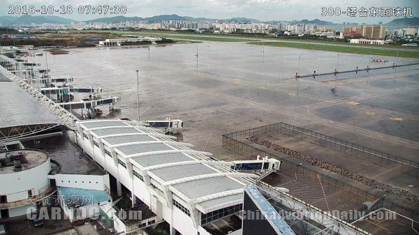 今天的海口三亚两机场机坪空荡荡 空无一机