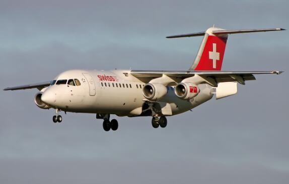 RJ-100飞机高速中断起飞 两飞行员中毒