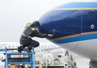 乌市迎雨夹雪天气 南航在疆航班运行平稳