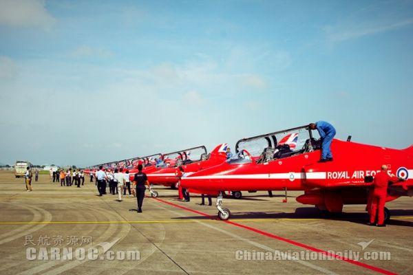 """多图 英国""""红箭""""飞行表演队首次来华 抵达珠海"""
