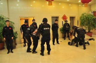天航联合新疆机场公安举行防暴力冲击警务演练