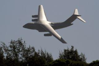 """有""""胖妞""""之称的运-20大型运输机进行了飞行训练。"""