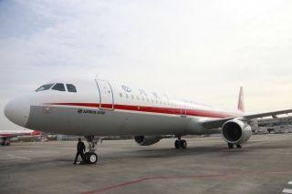 编号为B-8605的全新空客A321飞机抵达成都,加盟川航 (摄影:曹星宇)
