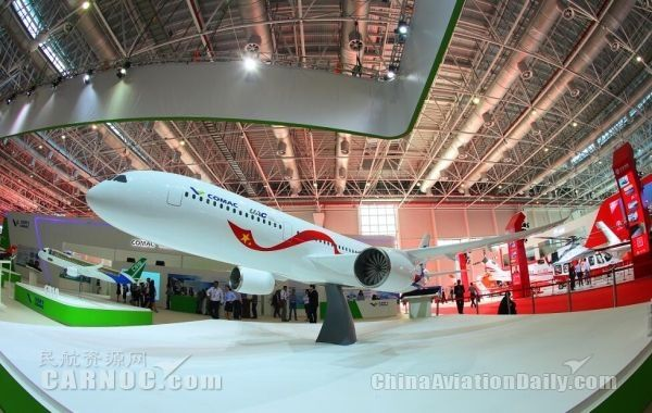 中俄远程宽体客机模型首次亮相国际航展