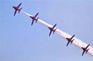 珠海航展上的飞行表演 (摄影:赵旻)