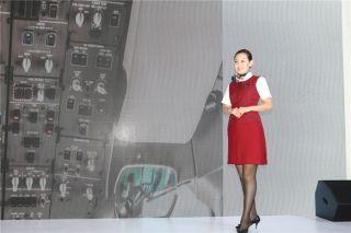 北京航空公司乘务员展示形象 (摄影:白新宇)