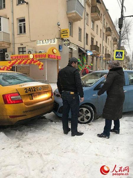 莫斯科大雪夹冰天气恶劣 近100架次航班取消