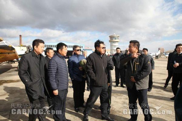 10月17日,李健民航局促进通航发展工作调研组调研北大荒通航佳木斯基地。北大荒通航供图。