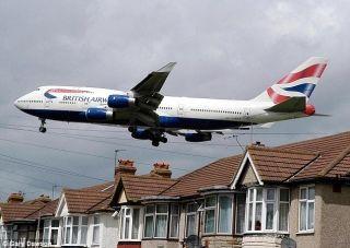 头等舱旅客偷拍空姐裙底 他只被罚13英镑!