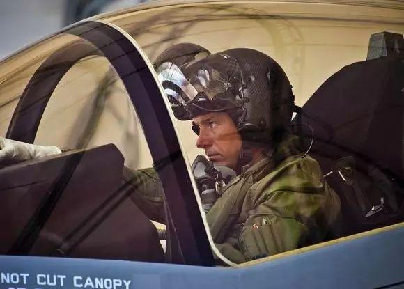【通航科普】通航安全作业需要从佩戴头盔做起