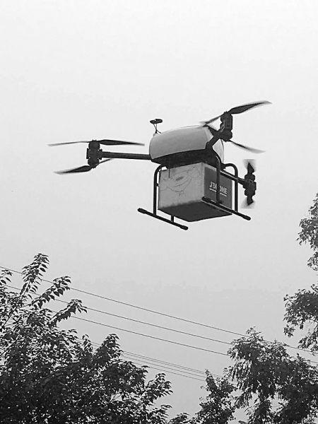 无人机送快递 西南首单耗时8分钟飞了10公里
