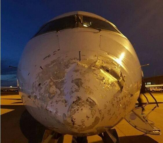 客机遭冰雹袭击 整流罩伤痕累累