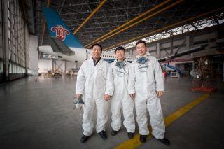 同一工段的三名技师,都穿着防护服 (摄影:陈松)