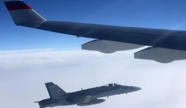 普京专机在瑞士领空遭3架战斗机包围拦截