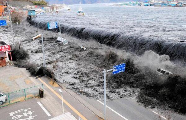 模拟福岛海啸波浪图