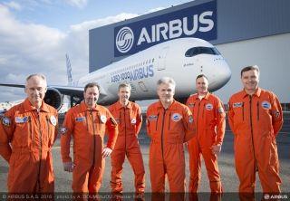 空中客车Twitter发布首架A350-1000抵达图卢兹组装视频,并发布消息称将于当地时间11月24日上午10:30首飞。A350-1000的机身长度接近74米,是目前空客在产全新宽体飞机家族(A330、A350XWB和A380)中机身最长的。A350-1000采用由罗尔斯·罗伊斯公司生产的遄达XWB-97发动机,该发动机是迄今为止空客飞机采用过的动力最为强劲的一款发动机。