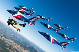炫酷 喷气飞人与法兰西巡逻兵演绎高空芭蕾