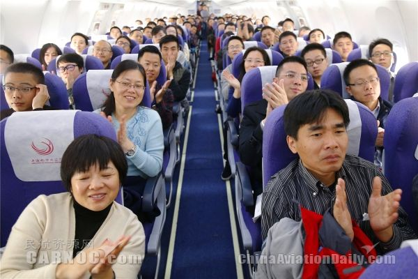 上航客舱部乘务长陈明旗最后一飞。