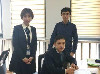青岛航空与两名韩籍机长签约