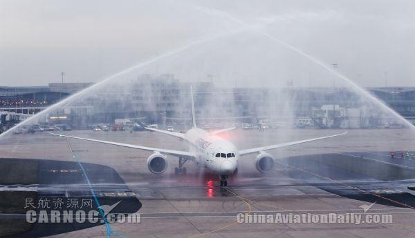 法航迎来首架波音787飞机 获水门迎接