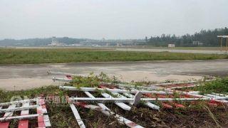 流浪猫狗上跑道?金门机场围篱倒塌2月才抢修