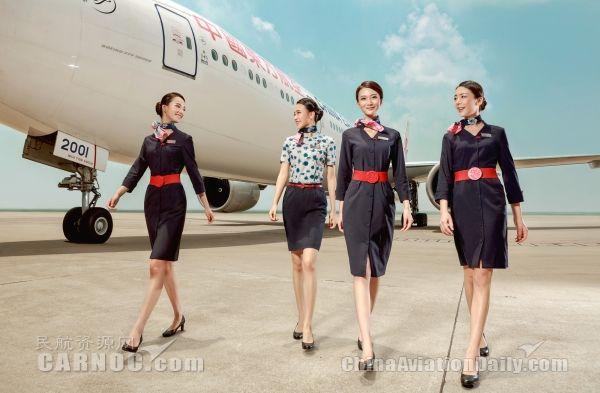六十年,东航空乘制服发生了这些变化!