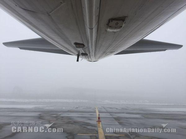 乌鲁木齐机场突起大雾,能见度不足200米。