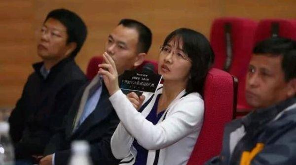 首都机场股份公司信息技术部总经理熊英现场点评选手的算法