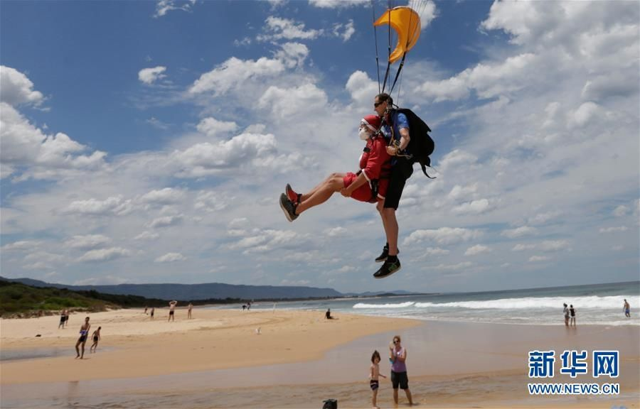 103岁老人4000米跳伞获吉尼斯纪录