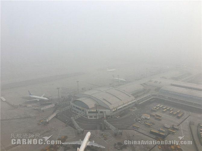 """12月雾霾""""爆表""""  航班变动量增长近半数"""