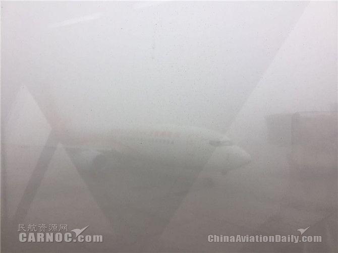 大雾锁飞机 济南机场百余架次航班都取消了