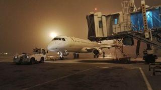 天津出现大雾,机场部分早出港航班受影响 (摄影:顾海亮)