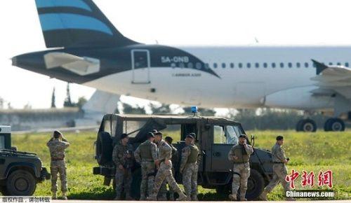 利比亚客机劫机者释放乘客 具体人数暂不明
