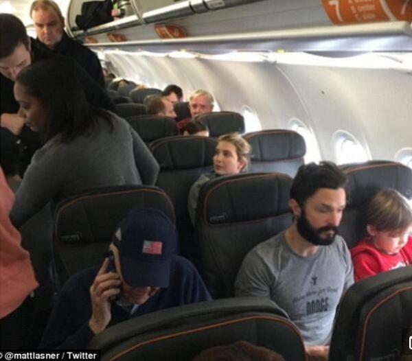 特朗普女儿乘廉航客机遭辱骂:你爹正毁灭美国!