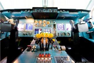 伊尔-96的驾驶座舱。图片来自:gelio.livejournal.com