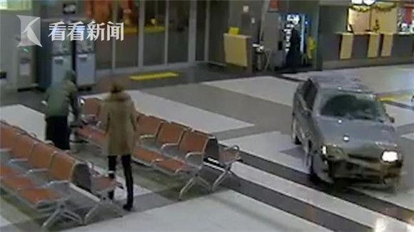 冲安检闯大厅 俄司机在机场大楼内疯狂驾驶
