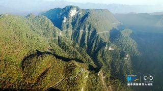 无人机航拍重庆悬崖天路 如玉带绕山川