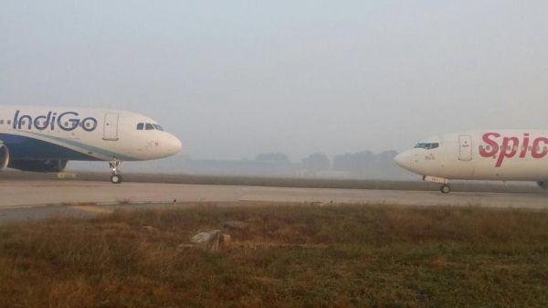 印度两客机进入同一滑行道 险迎面相撞