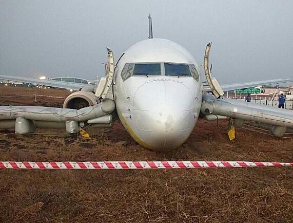 印客机冲出跑道机头贴地 12名乘客撤离时受伤